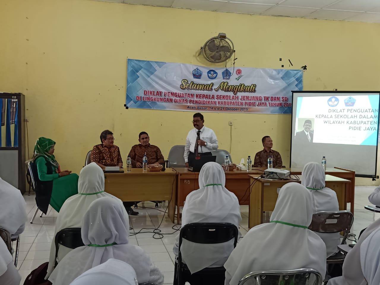 Sekdakab Pijay saat menutup Diklat Kepsek di Banda Aceh