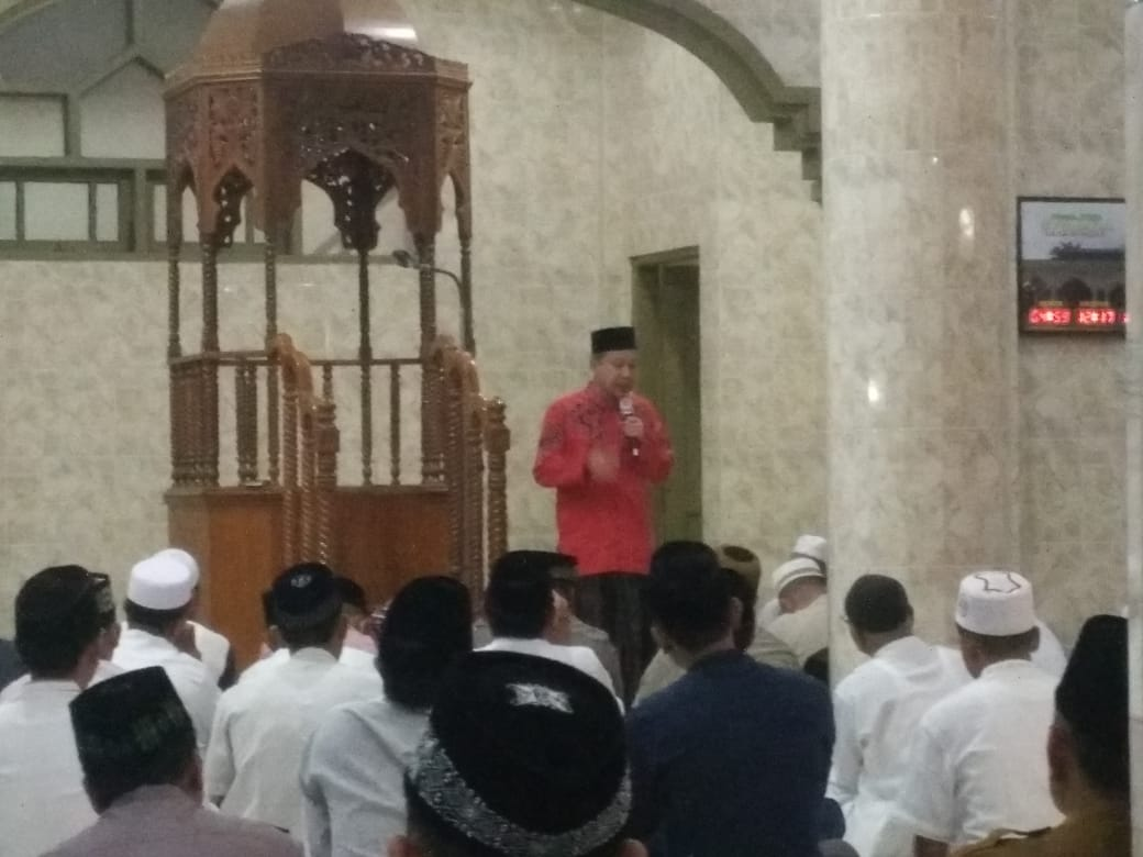 Suasana Salat Subuh berjamaah di masjid Syuhada Aceh Tamiang