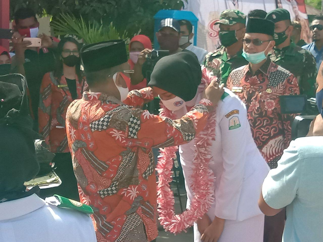 Bupati Bireuen Antar Paskibraka Nasional Indrian Kembali ke Sekolah