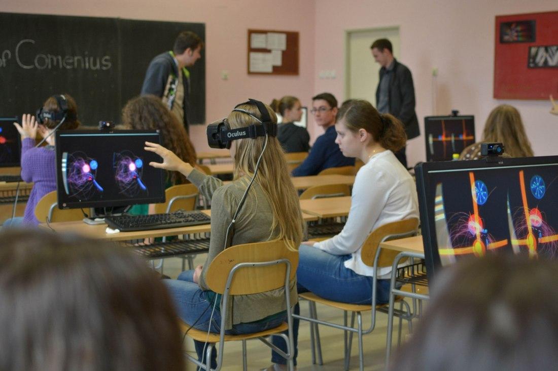 Guru Dilatih Pembelajaran Menggunakan Virtual Reality