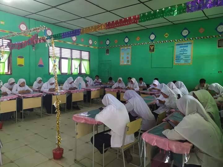 Ujian Madrasah di MTsN 1 Kota Subulussalam Berbasis Android