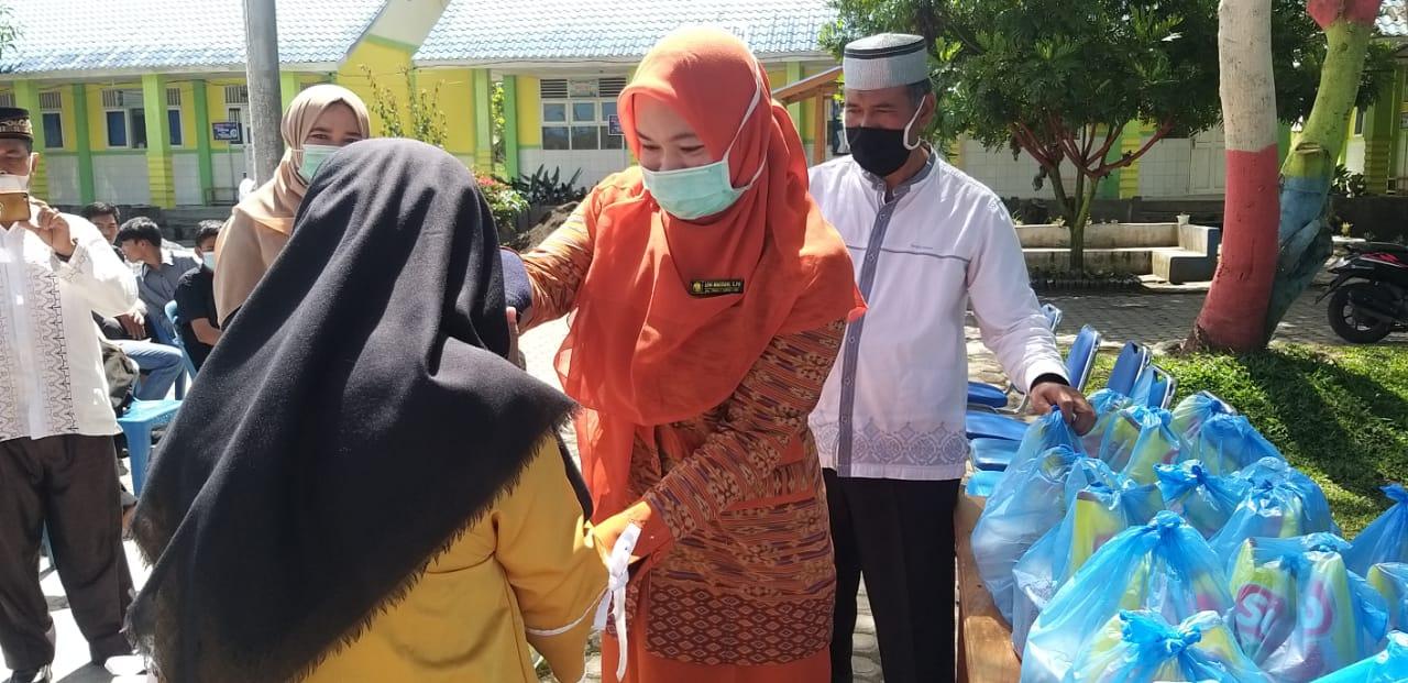 SMAN 15 Takengon Salurkan Paket Ramadan Kepada Siswa Kurang Mampu