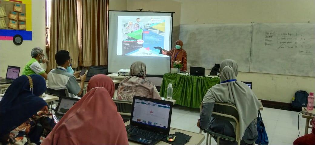 Guru Sekolah Sukma Bangsa Lhokseumawe Dilatih Pemanfaatan Microsoft untuk Pembelajaran